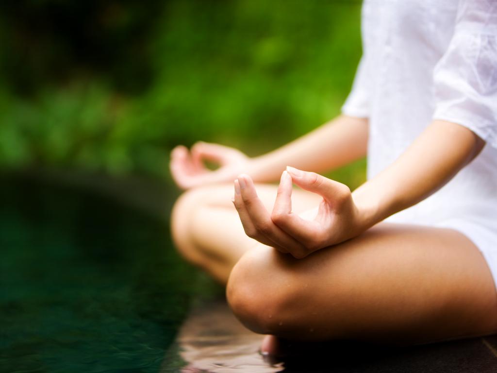 donna-che-pratica-la-meditazione-1024x768