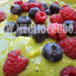 Frullato clorofilloso ai frutti di bosco